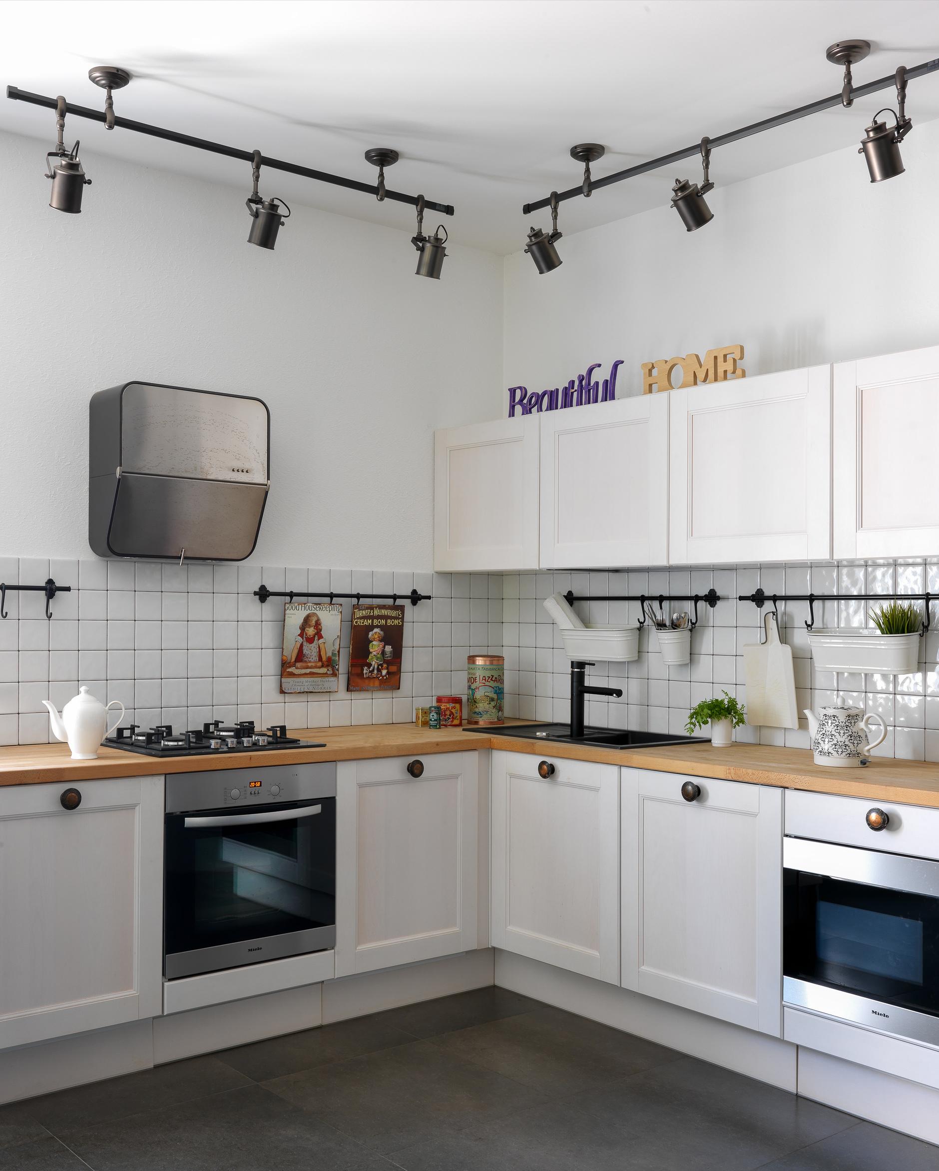 Квадратная белая плитка в интерьере: 20+ примеров (галерея 1, фото 3)