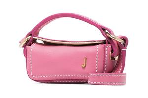 Pink winter: сумочка Jacquemus, которая станет идеальным подарком для Дня всех влюбленных (фото 1.2)