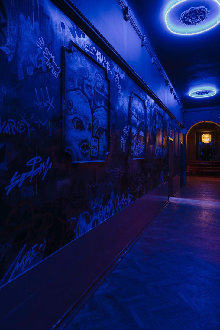 Неоновый демон: ночной клуб Próżność Klub в Познани (фото 2)