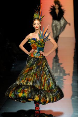 Показ Jean Paul Gaultier коллекции сезона Осень-зима 2011-2012 года Haute couture - www.elle.ru - Подиум - фото 278884