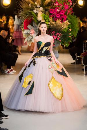 Показ Viktor & Rolf коллекции сезона Весна-лето  2017 года Haute couture - www.elle.ru - Подиум - фото 616819