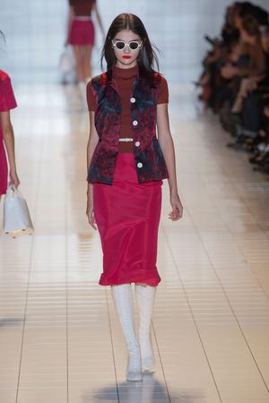 Показы мод Rochas Весна-лето 2013 | Подиум на ELLE - Подиум - фото 1051