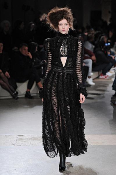 Неделя моды в Париже: показы Alexander McQueen и Paul & Joe ready-to-wear осень — зима 2015-2016 | галерея [1] фото [6]