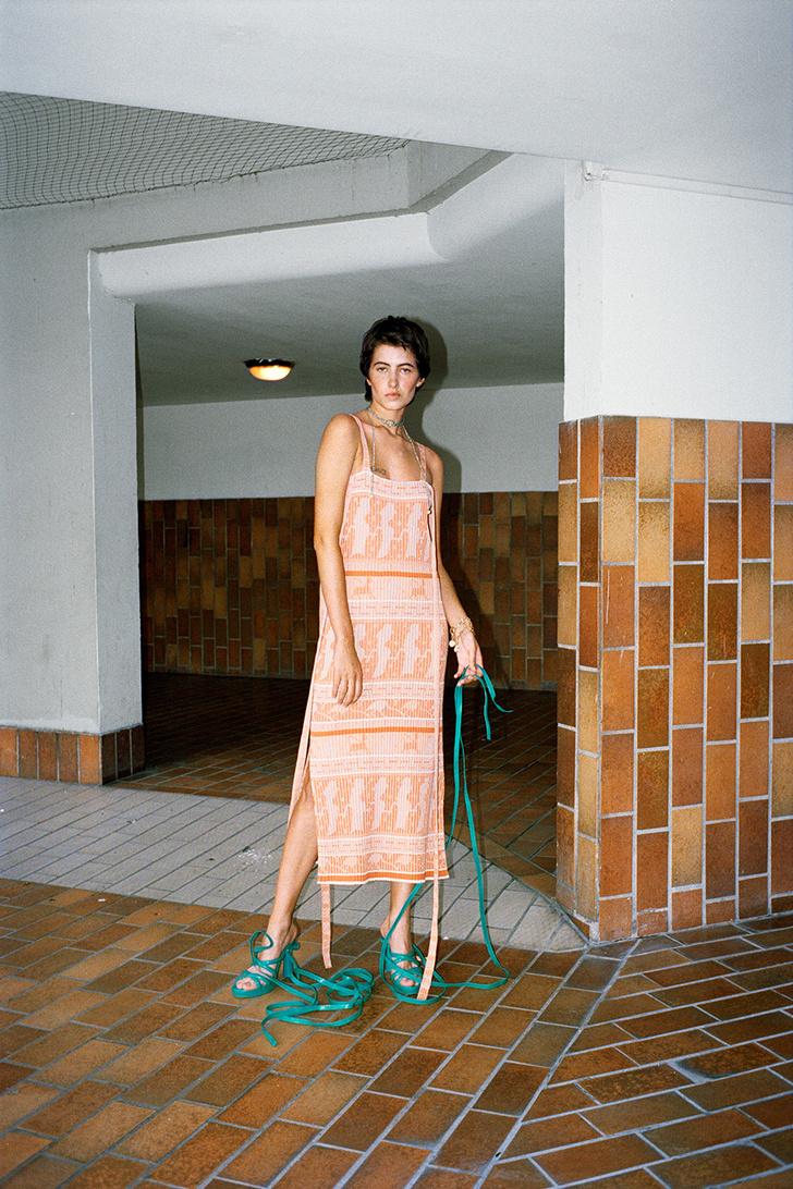 Тренд: маленькое нечерное платье — новые правила Великой Мадемуазель фото [6]