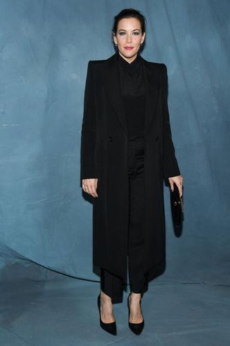 Энн Хэтэуэй, Аманда Сейфрид, Лив Тайлер и другие гости шоу Givenchy (фото 3.1)