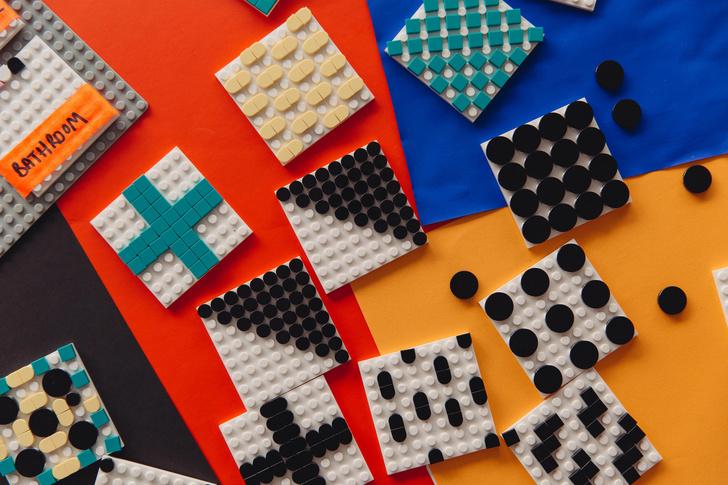 Игрушечный дом с декором из Lego по дизайну Камиллы Валалы (фото 6)