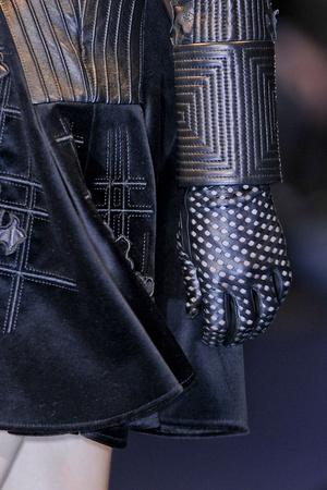Показ Versace коллекции сезона Осень-зима 2012-2013 года Prêt-à-porter - www.elle.ru - Подиум - фото 365142