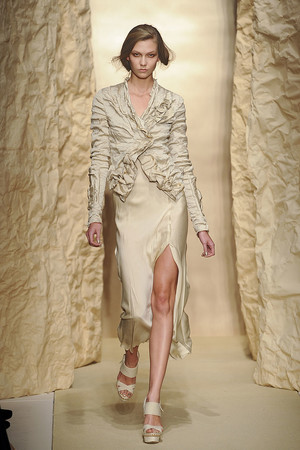 Показы мод Donna Karan Весна-лето 2011 | Подиум на ELLE - Подиум - фото 2655