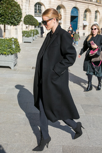 Все гениальное просто: элегантный образ Рози Хантингтон-Уайтли в Париже (фото 4)