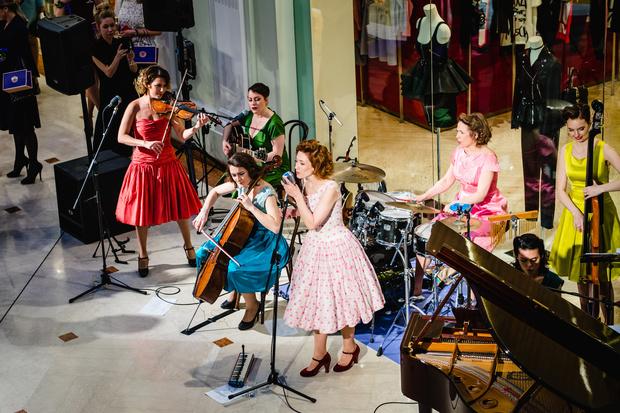 Звезды на открытии выставки «В начале было платье!» (фото 4)