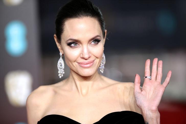 Фото №2 - Скарлетт Йоханссон неожиданно объявила войну Анджелине Джоли