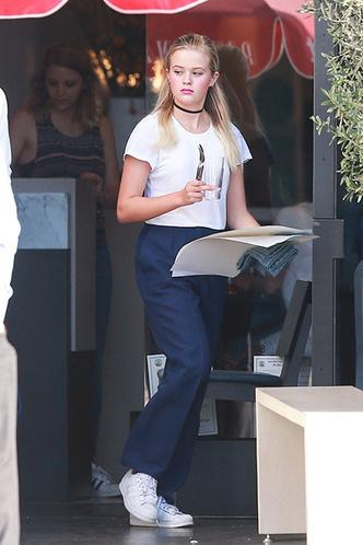 Голливудская Золушка: дочь Риз Уизерспун работает в пиццерии фото [1]