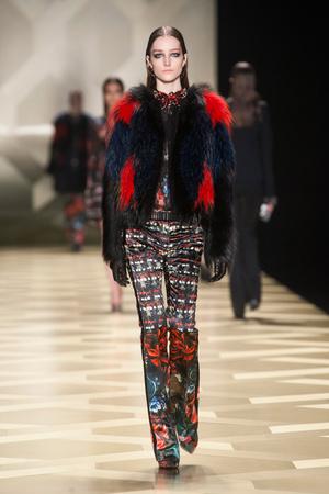 Показы мод Roberto Cavalli Осень-зима 2013-2014 | Подиум на ELLE - Подиум - фото 696