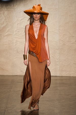 Показ Donna Karan New York коллекции сезона Весна-лето 2014 года prêt-à-porter - www.elle.ru - Подиум - фото 559993