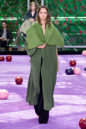 Показ Christian Dior коллекции сезона Осень-зима 2015-2016 года Haute couture - www.elle.ru - Подиум - фото 596924