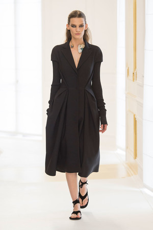 Показ Christian Dior коллекции сезона Осень-зима 2016-2017 года Haute couture - www.elle.ru - Подиум - фото 607091