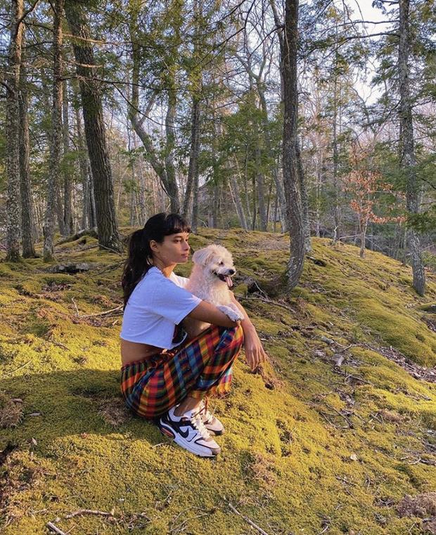 Лесная фея home edition: Жизель Оливейра в пижаме на природе (фото 1)