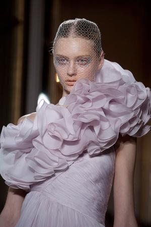 Показ Giambattista Valli коллекции сезона Осень-зима 2012-2013 года haute couture - www.elle.ru - Подиум - фото 403792