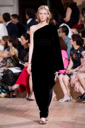 Показ Valentino коллекции сезона Осень-зима 2015-2016 года haute couture - www.elle.ru - Подиум - фото 597458