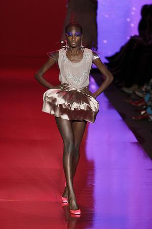 Показ Barbie Runway Show коллекции сезона Осень-зима 2009-2010 года prêt-à-porter - www.elle.ru - Подиум - фото 89115