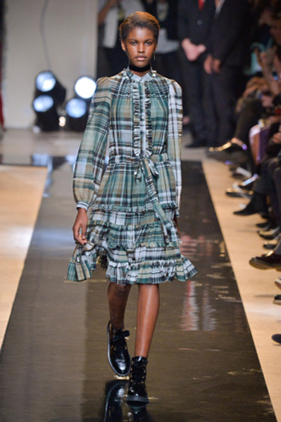 Неделя моды в Париже: показы Alexander McQueen и Paul & Joe ready-to-wear осень — зима 2015-2016 | галерея [2] фото [1]