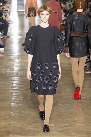 Показ Ulyana Sergeenko коллекции сезона Осень-зима 2016-2017 года Haute couture - www.elle.ru - Подиум - фото 606875