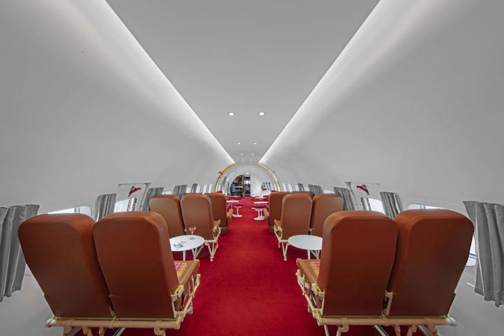 Пристегните ремни: бар в самолете при отеле TWA Hotel (фото 2)