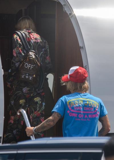 Хейли Болдуин и Джастин Бибер уезжают из Майами (галерея 3, фото 3)
