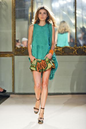 Показ Simonetta Ravizza коллекции сезона Весна-лето 2012 года Prêt-à-porter - www.elle.ru - Подиум - фото 301320