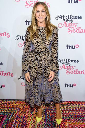 Сара Джессика Паркер в леопардовом платье на конференции в Нью-Йорке фото [3]
