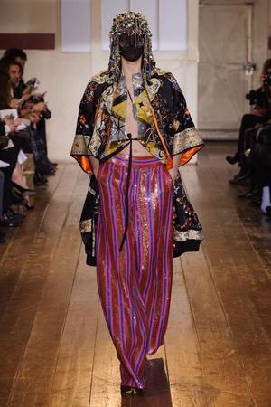 Показ Maison Martin Margiela коллекции сезона Весна-лето 2014 года haute couture - www.elle.ru - Подиум - фото 575096