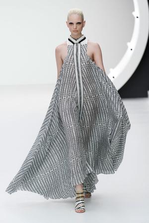 Показы мод Mary Katrantzou Весна-лето 2013 | Подиум на ELLE - Подиум - фото 1169