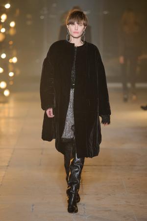 Показ Isabel Marant коллекции сезона Осень-зима 2017-2018 года Prêt-à-porter - www.elle.ru - Подиум - фото 620939