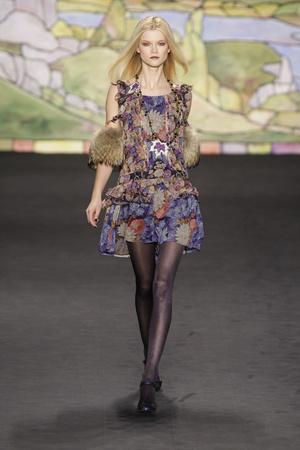 Показ Anna Sui коллекции сезона Осень-зима 2010-2011 года prêt-à-porter - www.elle.ru - Подиум - фото 146708