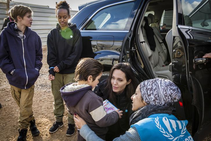 Как Анджелина Джоли решила ответить Брэду Питту на его общение с Дженнифер Энистон? (фото 3)