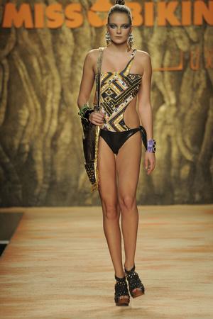Miss Bikini | Подиум на ELLE - Подиум - фото 2991