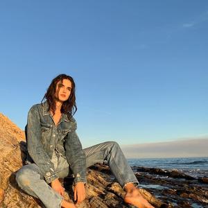 Самый модный крой джинсов этой весны — как у Бланки Падильи (фото 2.2)