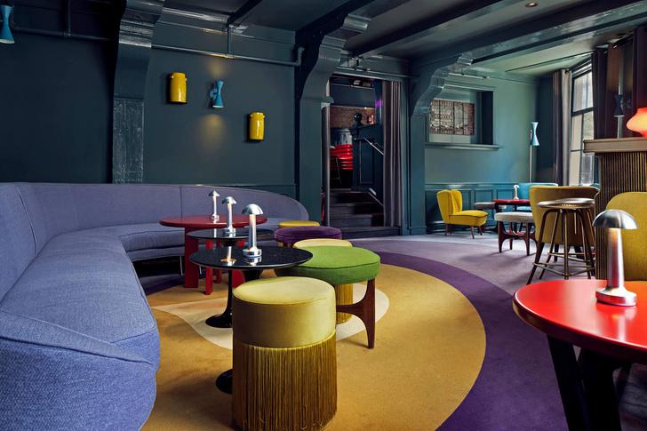 Яркий бар в Амстердаме (фото 7)