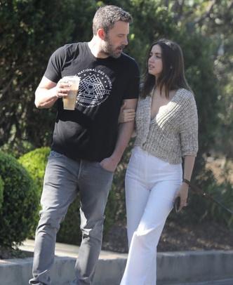 Но есть и хорошие новости: Ана де Армас и Бен Аффлек на прогулке (фото 3.1)