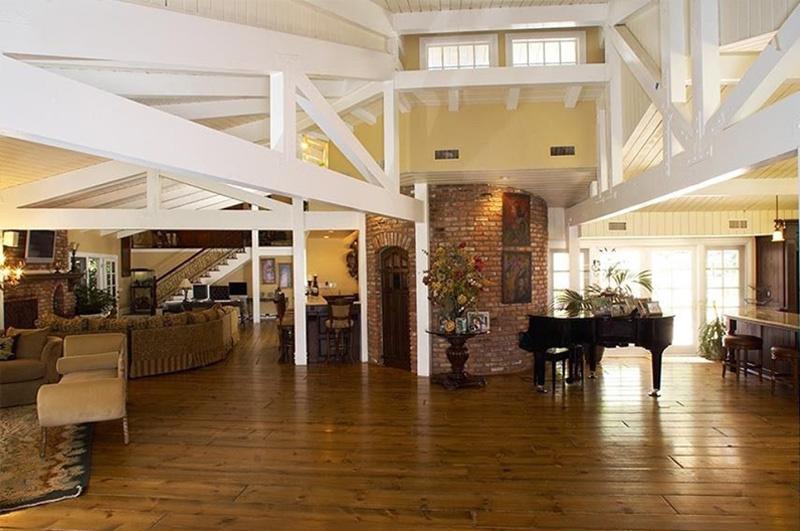 Майли Сайрус продает свое ранчо в Хидден-Хиллз (галерея 4, фото 1)