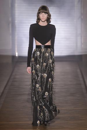 Показ Givenchy коллекции сезона Весна-лето 2018 года Haute couture - www.elle.ru - Подиум - фото 674621