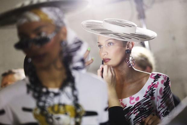 Самые красивые модели на бэкстейдже в Милане (фото 27)