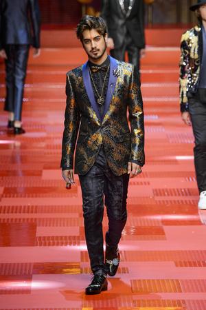 Показ Dolce & Gabbana коллекции сезона Весна-лето 2018 года Men prêt-à-porter - www.elle.ru - Подиум - фото 622341
