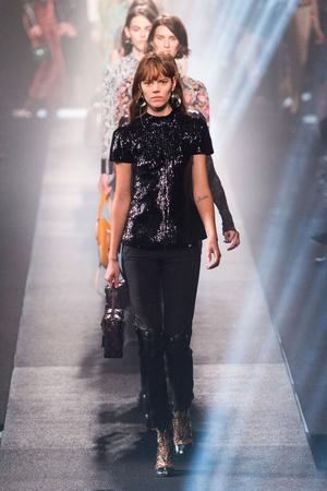 Показ Louis Vuitton коллекции сезона Весна-лето 2015 года Prêt-à-porter - www.elle.ru - Подиум - фото 592610
