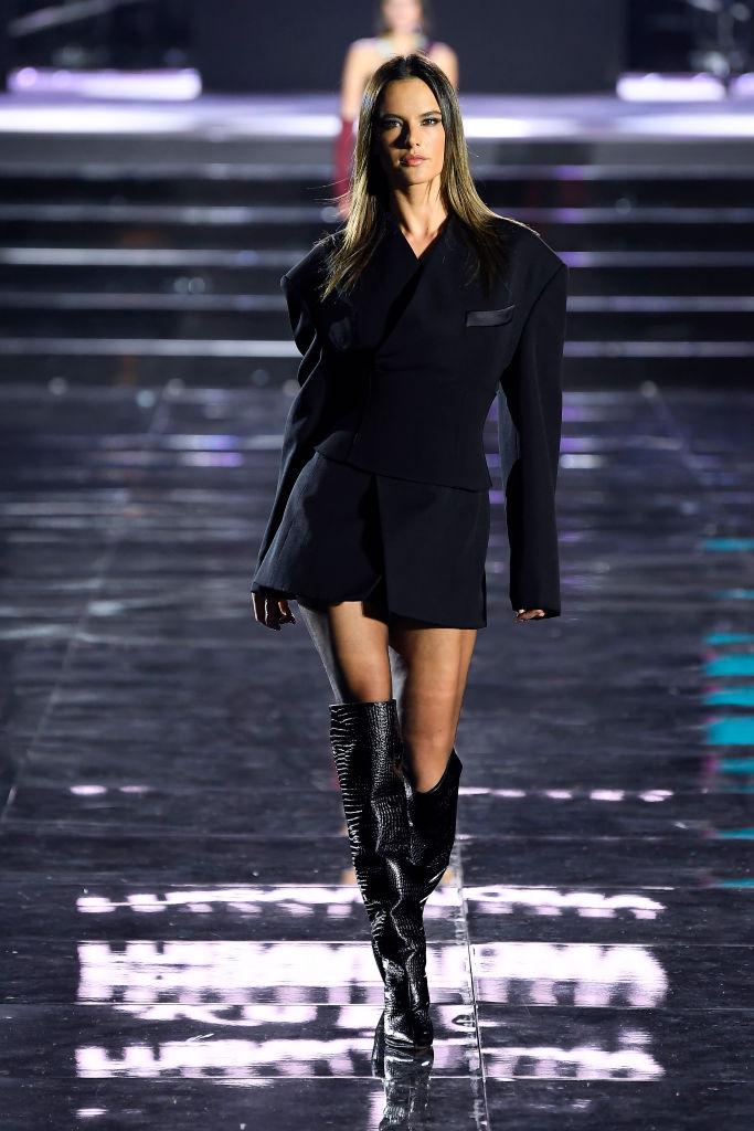 Просто потрясающе: Белла и Джиджи Хадид, Джоан Смоллс и все-все супермодели на шоу во Флоренции (фото 14)