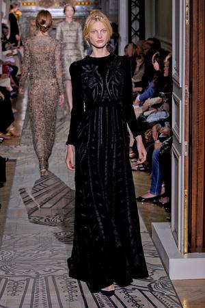 Показ Valentino коллекции сезона Осень-зима 2011-2012 года haute couture - www.elle.ru - Подиум - фото 278534