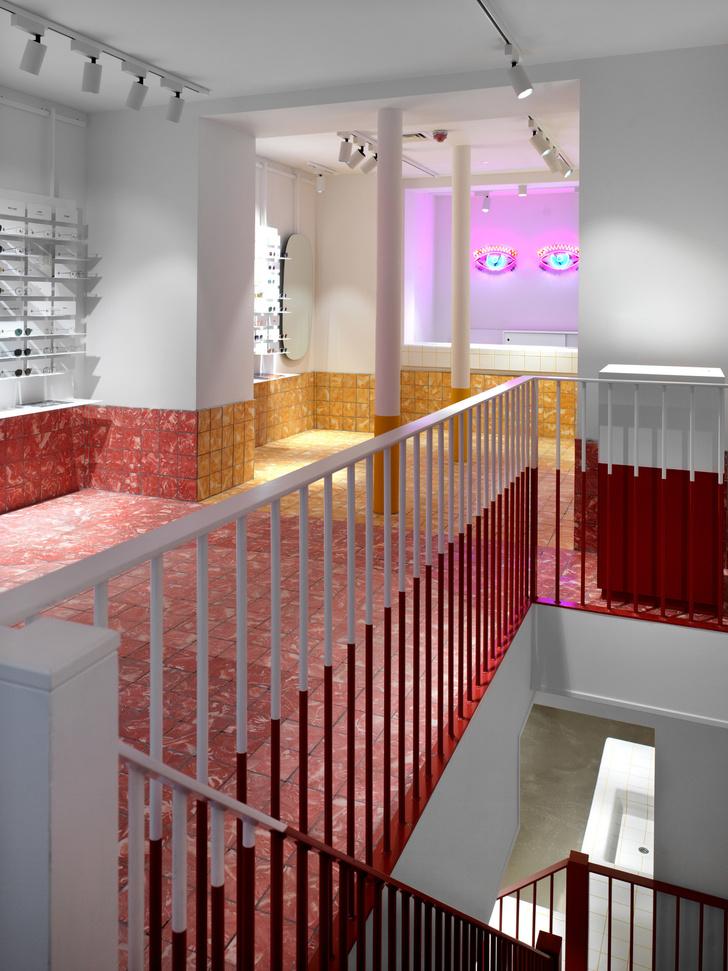 С широко раскрытыми глазами: яркий магазин очков Ace & Tate в Сохо (фото 4)