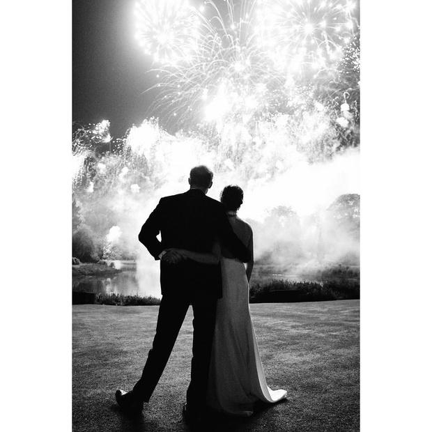Из неизданного: опубликовано самое романтичное фото Меган Маркл и принца Гарри (фото 1)