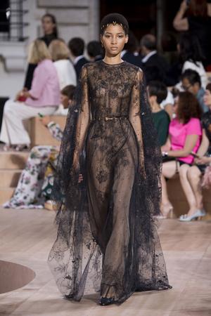 Показ Valentino коллекции сезона Осень-зима 2015-2016 года Haute couture - www.elle.ru - Подиум - фото 597450