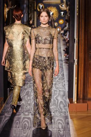 Показ Valentino коллекции сезона Осень-зима 2013-2014 года Haute couture - www.elle.ru - Подиум - фото 556494